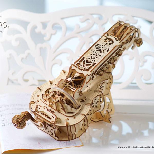 Vielle-à-roue-Hurdy-Gurdy-–-Puzzle-3d-Mécanique-en-bois-–-Ugears-France-13