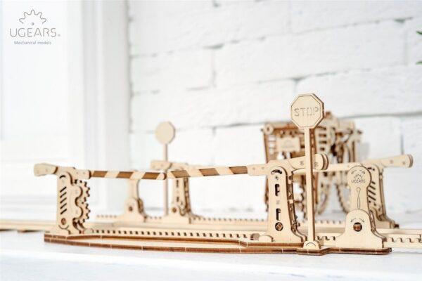 Rails + Passage à niveau – Puzzle 3d Mécanique en bois – Ugears France + 4