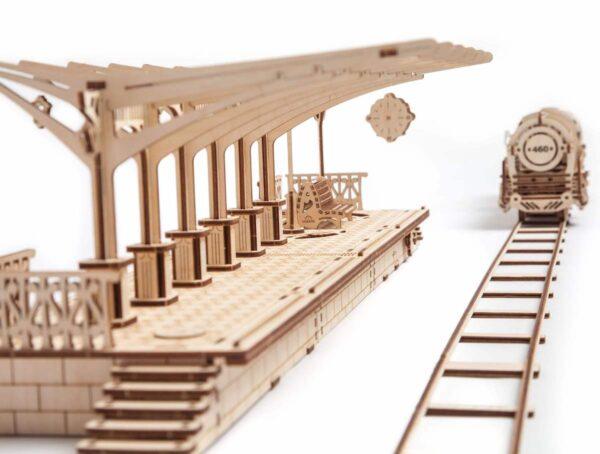 Perron de gare – Puzzle 3d Mécanique en bois – Ugears France + 4