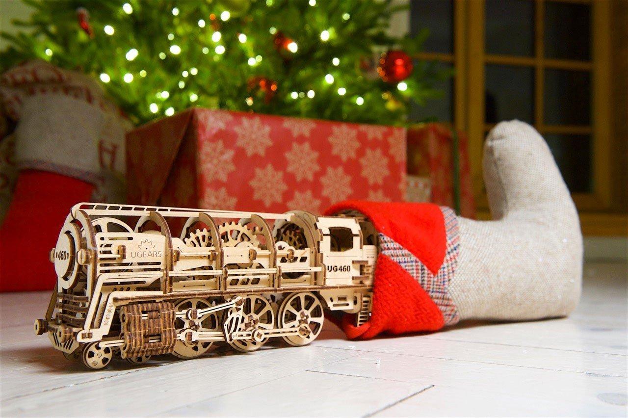 Ugears-Steam-Locomotive-with-Tender-model-kit-DSC8284_