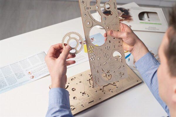 globus-puzzle-3d-mecanique-en-bois-ugears-france