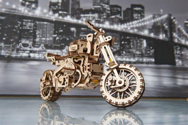 Moto Scrambler UGR-10 avec Side-Car Ugears – Puzzle 3d en bois + 10