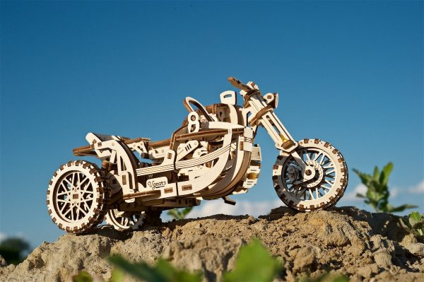Moto Scrambler UGR-10 avec Side-Car Ugears – Puzzle 3d en bois + 4