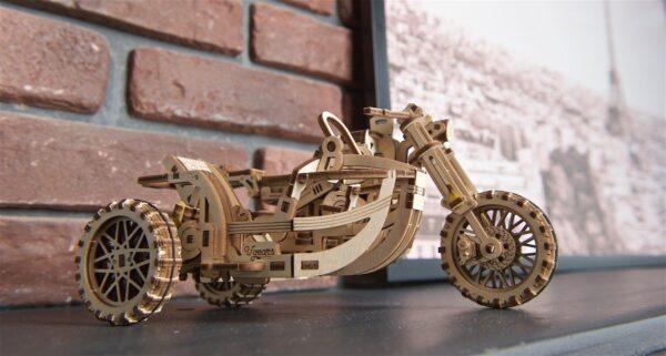 Moto Scrambler UGR-10 avec Side-Car Ugears – Puzzle 3d en bois + 9
