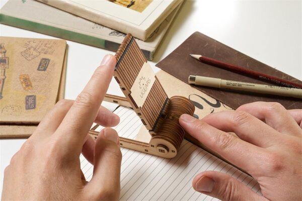 Support Téléphone Pliable Ugears – Puzzle 3d en bois + 4