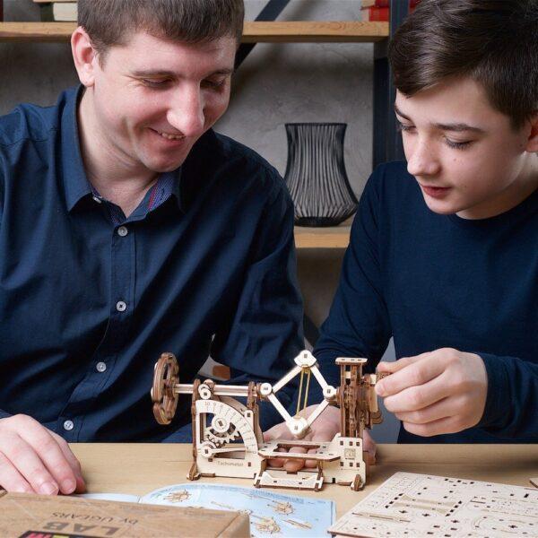 Tachymètre STEM Ugears – Puzzle 3d en bois + 2
