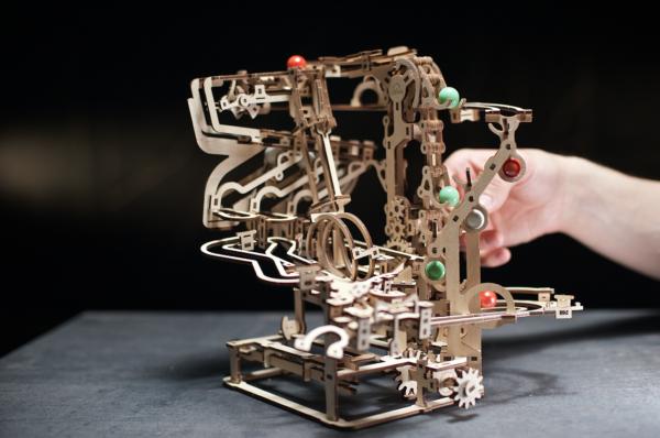 Parcours à Billes avec Élévateur Ugears – Puzzle 3d en bois + 2