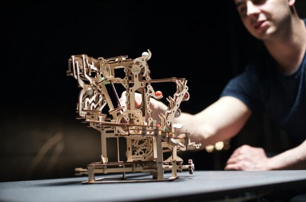 Parcours à Billes avec Élévateur Ugears – Puzzle 3d en bois + 3